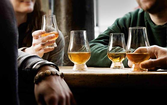Whiskyprovning i klubbstugan