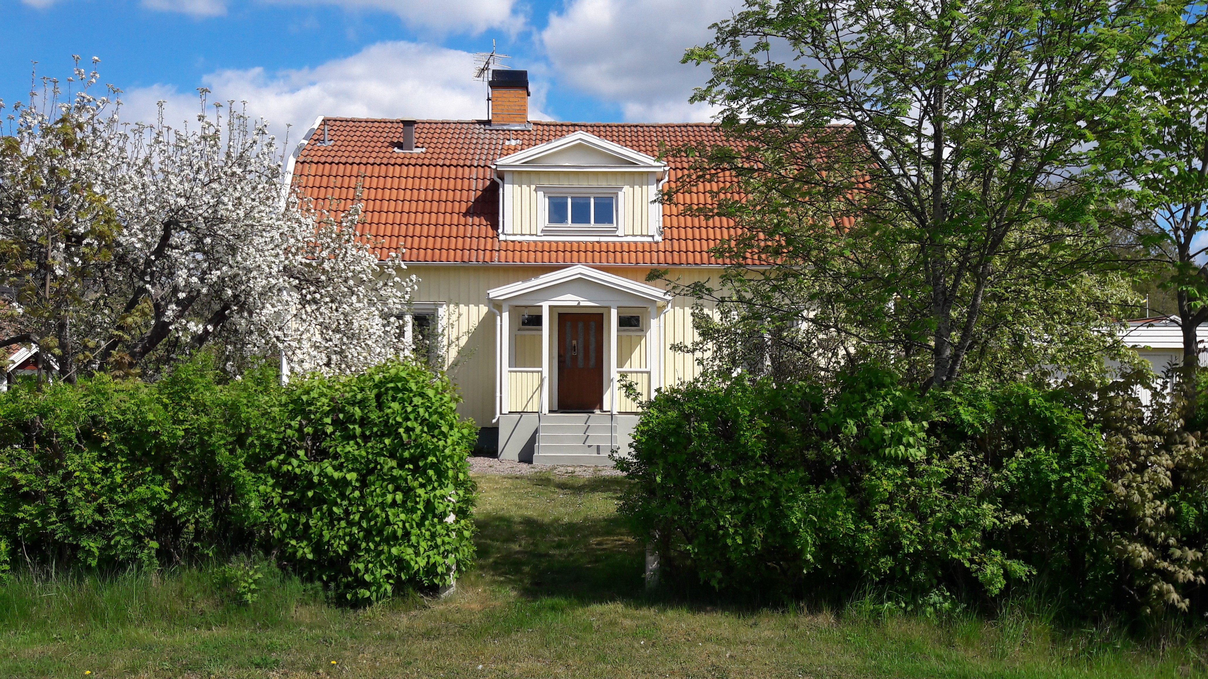 Välkommen på Flytt-Loppis hos Bengt och Marie på Porfyrv 14.